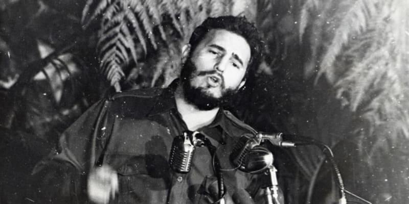 Fidel Castro při jednom ze svých plamenných projevů v roce 1959 v Havaně.