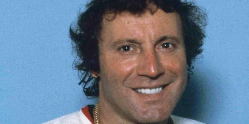 Hokejový brankář Tony Esposito zemřel ve věku 78 let.