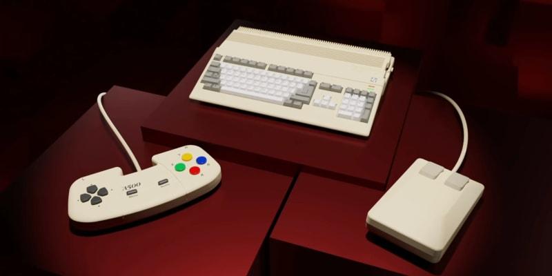 Součástí balení je také retro myš a gamepad.