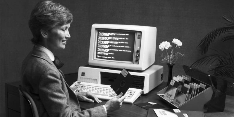 První PC se prodávalo za cenu prodával se za 1565 dolarů (což odpovídá zhruba 4500 dnešních dolarů, tedy asi 95 tisíc korun).