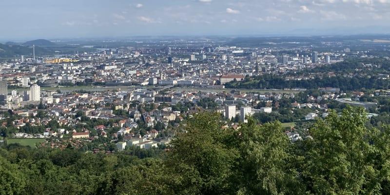 Z kopce Pöstlingberg máte celý Linec jako na dlani.