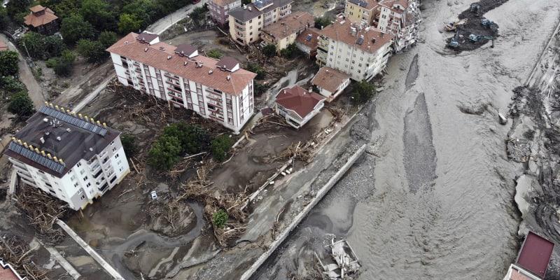 V Turecku si bleskové povodně vyžádaly již 38 obětí.