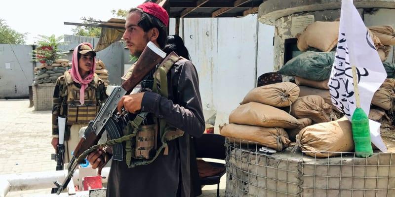 Tálibán kontroluje check-point u americké ambasády v Kábulu.