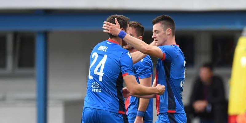 Hráči Plzně slaví gól do sítě CSKA Sofia.