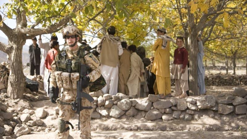 Český velitel: Afghánští vojáci se vzorně starali o zbraně, ale klidně spálili výstroj