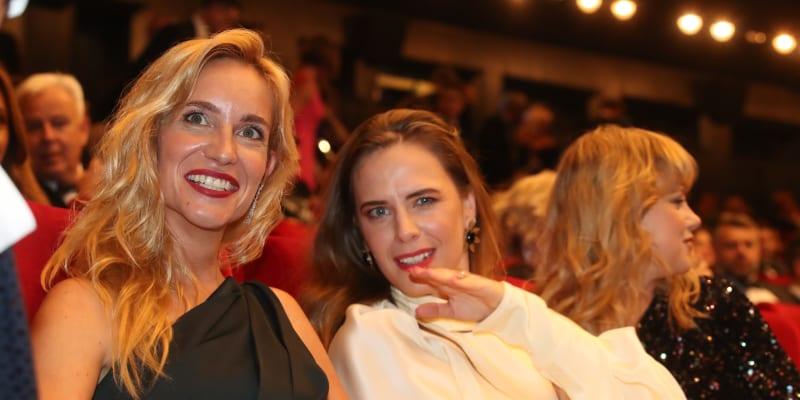 Herečky Hana Vagnerová a Petra Nesvačilová na zahajovacím ceremoniálu filmového festivalu v Karlových Varech