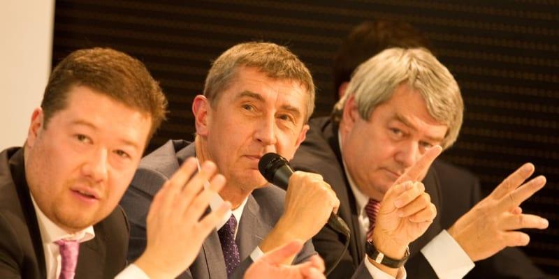 Zleva: Tomio Okamura, Andrej Babiš, Vojtěch Filip. Fotografie z debaty v roce 2013