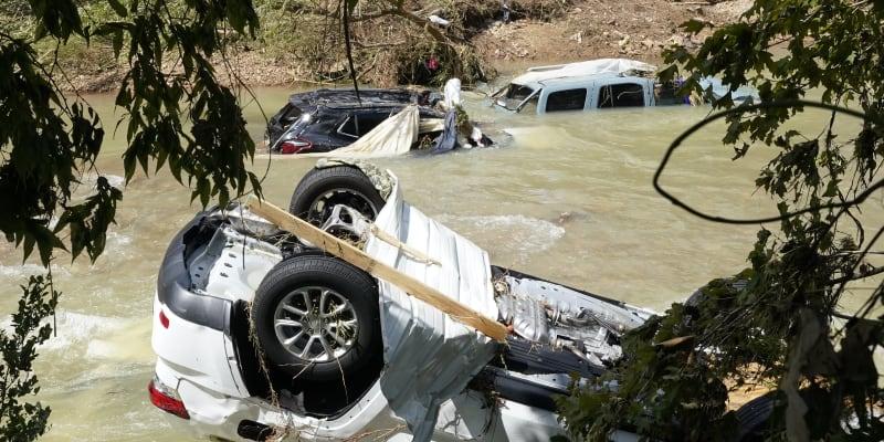 Záplavy ve státu Tennessee mají na svědomí nejméně 22 lidských životů.