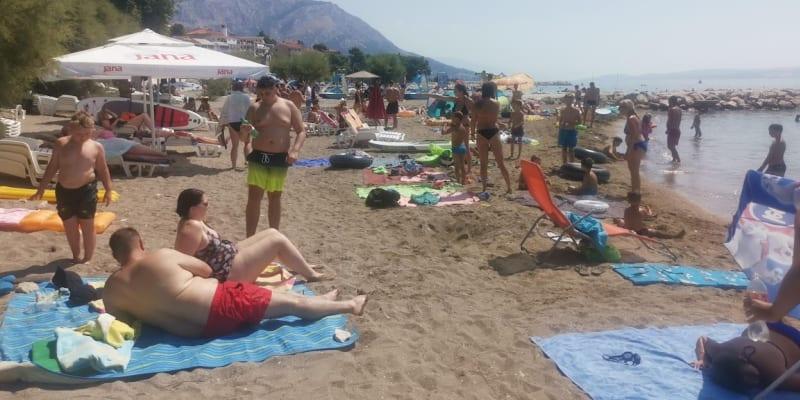 Čeští dovolenkáři během pandemie koronaviru obsadili pláže v Chorvatsku.
