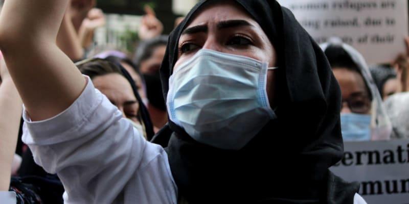 Afghánka protestuje za ženská práva