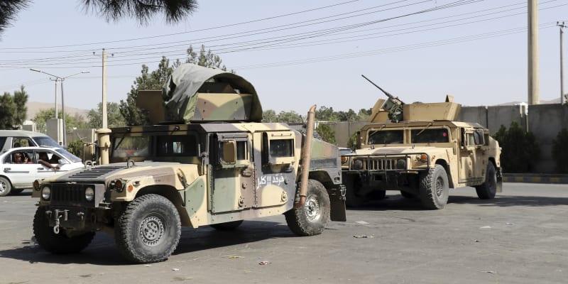Tálibán má nyní v arzenálu obrněné i neobrněné verze amerických terénních vozidel Humvee.