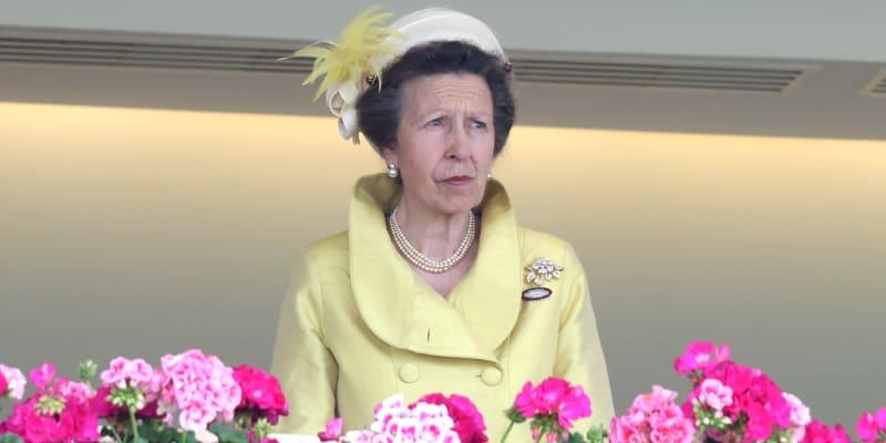 Princezna Anna během královských dostihů