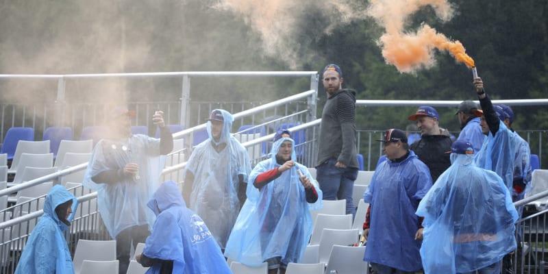Nizozemští fanoušci ani přes nepřízeň počasí nepropadali skepsi.