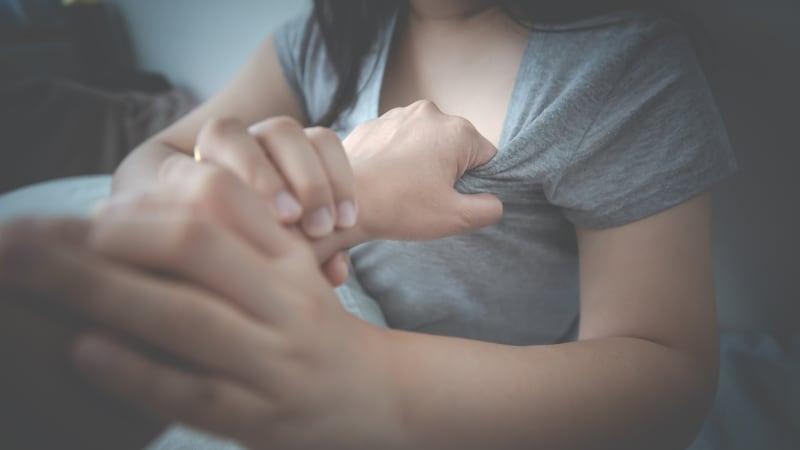 Muž měl pouštět nezletilým porno a pak je znásilnit. Využíval autority příbuzného