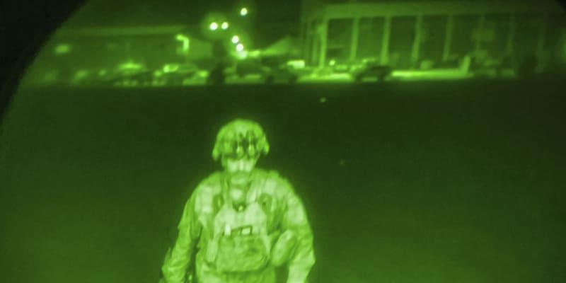 Posledním americkým vojákem, který odletěl z Kábulu, byl Chris Donahue.