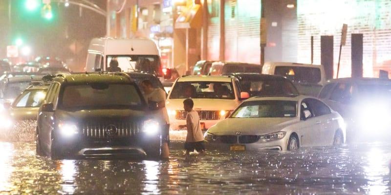 Hurikán Ida způsobil záplavy v ulicích New Yorku.