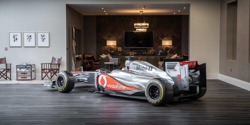 Formule 1 stáje McLaren (2011), která je na prodej bez motoru.