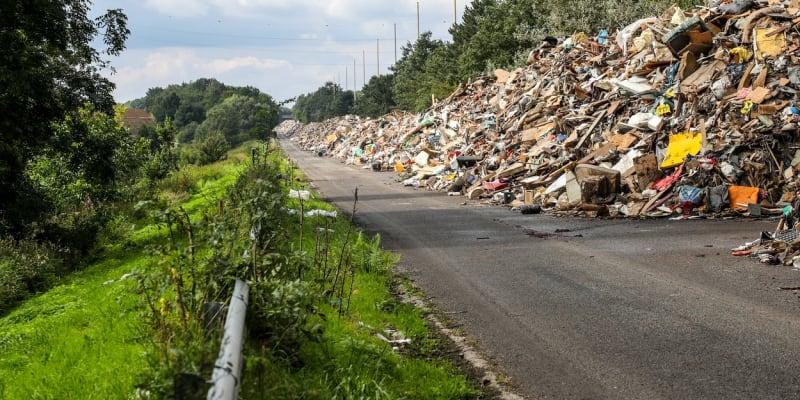 Odpadní pás měří osm kilometrů.