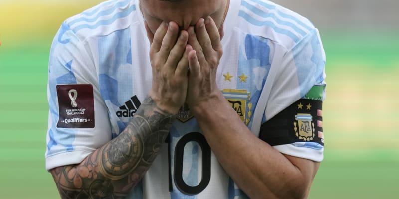 Kapitán Argentiny Lionel Messi krátce poté, co se dověděl, že se prestižní kvalifikační utkání proti Brazílii v São Paulu dohrávat nebude.
