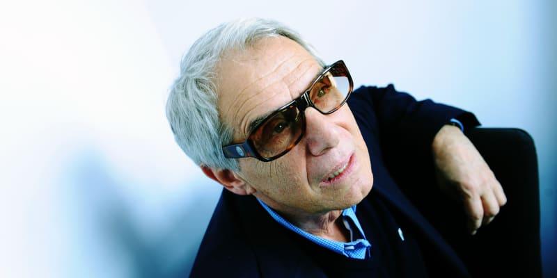 Před rokem a půl oblíbený herec a zpěvák Josef Laufer upadl po operaci do kómatu.