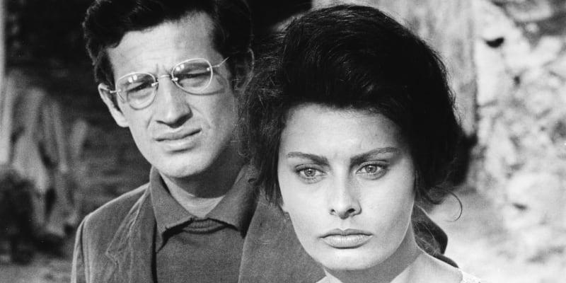 Jean Paul Belmondo a italská herečka Sophia Lorenová na natáčení filmu Horalka z roku 1960.