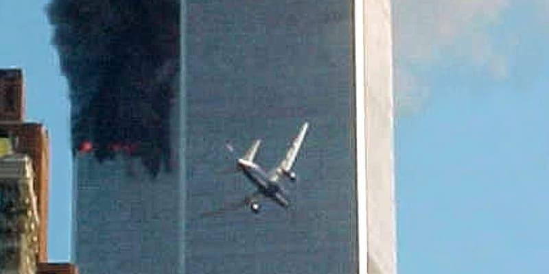 Let 175 těsně před nárazem do jiní věže Světového obchodního centra.