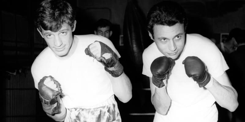 Než se stal hercem, vyzkoušel si Belmondo (na snímku vlevo) kariéru boxera.