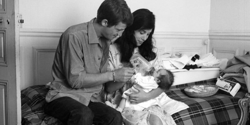 Na snímku Jean-Paul Belmondo, jeho manželka Elodie Constantinová a jejich dcera Patricia. Snímek byl pořízen v červenci roku 1959.
