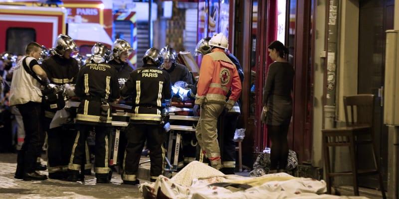 Během teroristických útoků v Paříži v roce 2015 zemřelo 130 lidí.