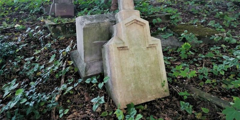 Žalostná stav německého hřbitova v Chomýži. Září 2021