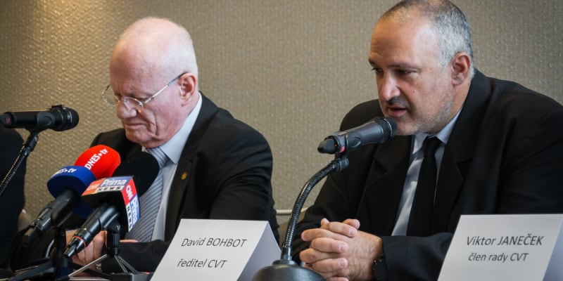 Bývalý šéf Mosadu Dani Jatom a šéf Centra pro výzkum terorismu David Bohbot.