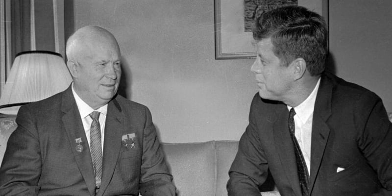 První tajemník se setkal i s americkým prezidentem J. F. Kennedym.