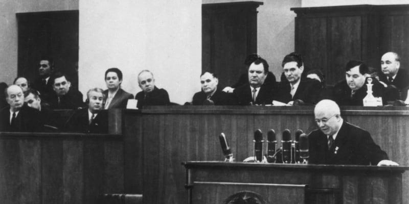 Následně se stal Stalinovým kritikem. Chruščov při svém proslovu Kult osobnosti a jeho důsledky