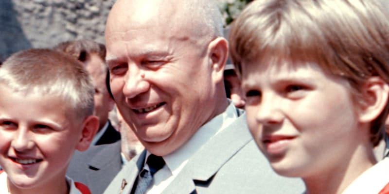 Chruščov s pionýry
