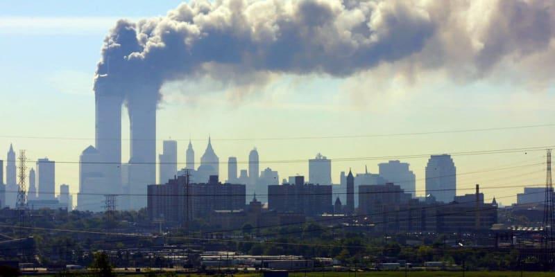 Pohled na hořící Dvojčata z New Jersey.