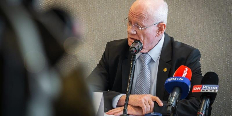 Někdejší šéf izraelské rozvědky Mosad Dani Jatom na tiskové konferenci v Praze varoval před hrozbami terorismu.
