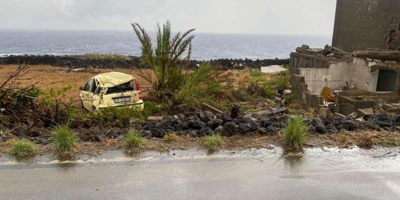 Počasí na ostrově se již zlepšuje a jakmile to bude možné, zdravotníci začnou s přesuny raněných.