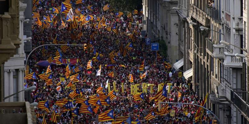 Barcelonou prošlo přes 100 tisíc demonstrantů volajících po nezávislosti Katalánska.