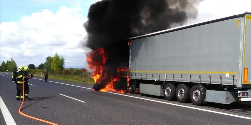 O nehodě informovali ústečtí hasiči.