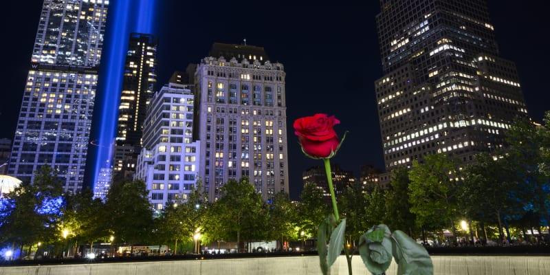 Světelná show na počest zemřelým při teroristických útocích 11. září 2001.