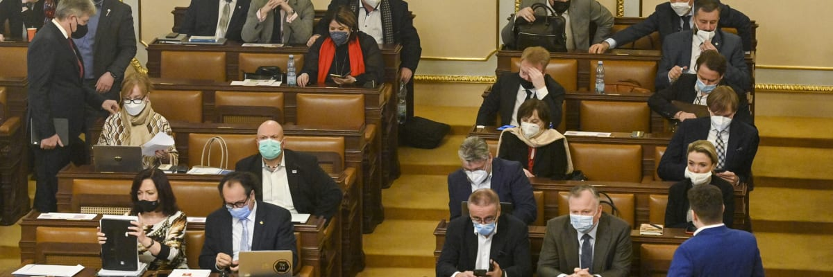 Zmrazme platy poslanců, vybídla Schillerová. Ať Agrofert nebere dotace, oponoval Stanjura