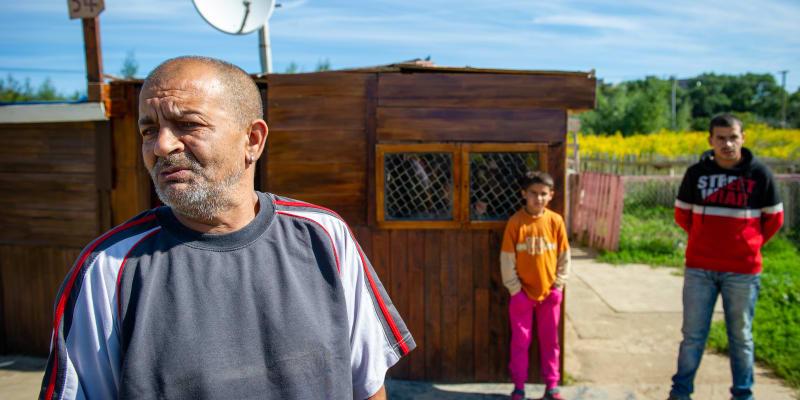 Obyvatelé malého domku na košickém sídlišti