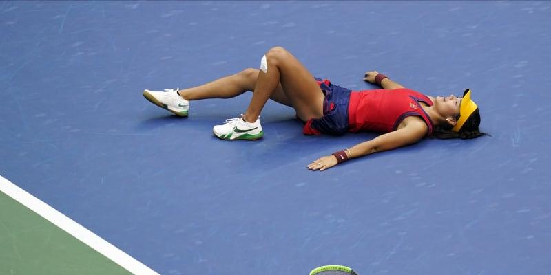 Teprve 18letá Emma Raducanuová ovládla US Open. Jako první hráčka v historii vyhrála grandslam poté, co se do hlavní fáze musela kvalifikovat.