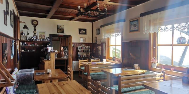 Skalnatou chatu Pavol Kulanga rekonstruuje od doby, kdy zemřel jeho otec.