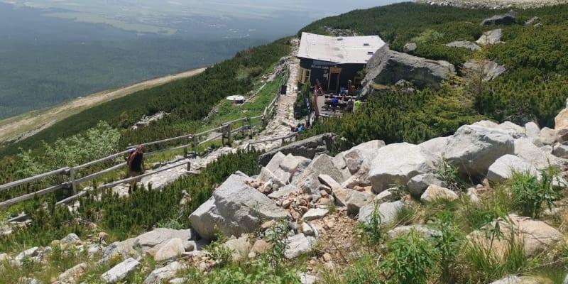 Skalnatá chata se nachází pod Lomnickým štítem ve Vysokých Tatrách.