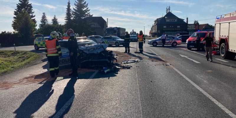 U Krupé na Rakovnicku došlo k vážné autonehodě. Pět lidí se zranilo.