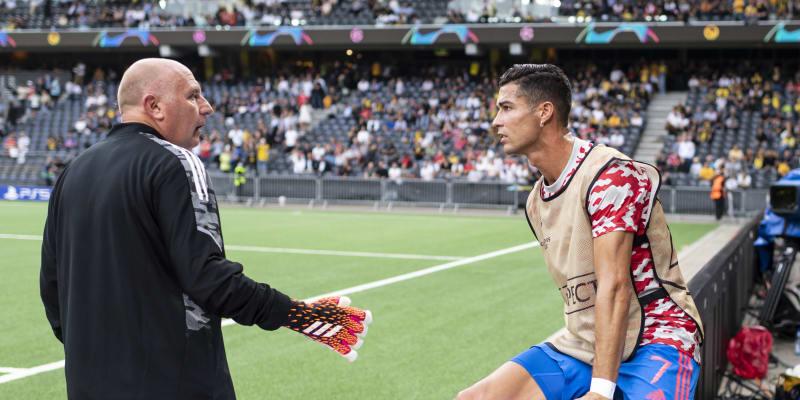 Cristiano Ronaldo sestřelil před zápasem s Bernem člena ochranky a hned se šel podívat, jestli je muž v pořádku.