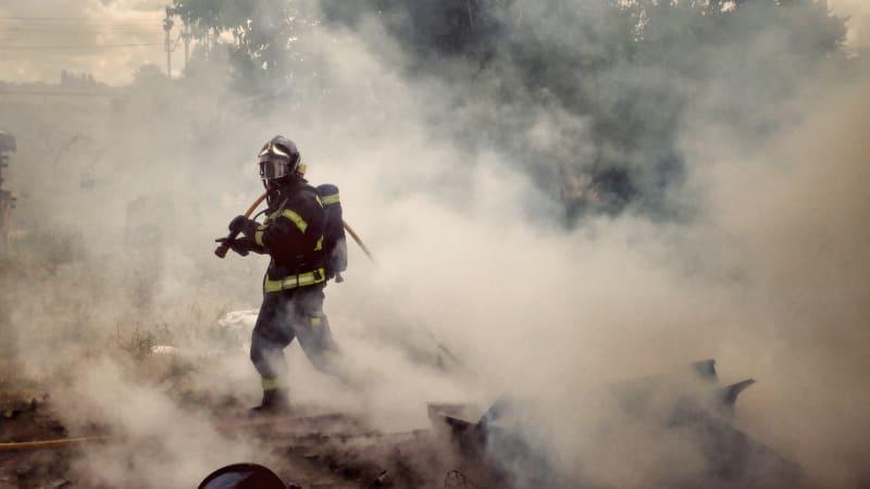 Šli tam, odkud by ostatní utíkali. Pro rodiny zesnulých hasičů vzniká sbírka