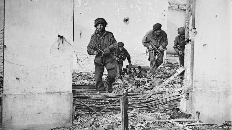 Největší výsadková operace měla urychlit konec druhé světové války. Skončila debaklem