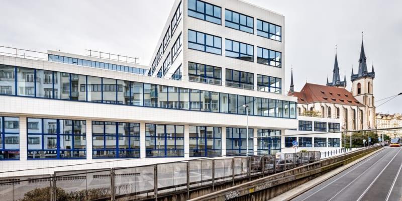 Další stavbou v soutěži je rekonstrukce objektu Bubenská 1 v Praze 7. Autorem je Marek Tichý a spoluautorky Pavla Růžová a Jana Kořínková. Projektanty jsou TaK Architects a Aed Project.
